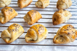 Mini rolls with cheese