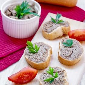 Tartine cu pate din ficatei de pui preparat in casa