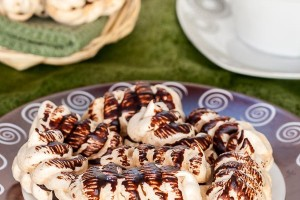 Easy to make, crispy meringue cookies that will melt in your mouth